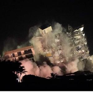 フロリダのコンドミニアム崩壊後の捜索は続く。ビルの残り半分も爆破!