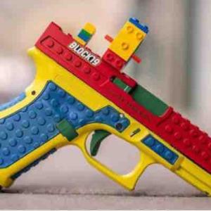 Lego風の拳銃は絶対にダメでしょ!それ以前に銃は持たない・売らないでいいでしょ!