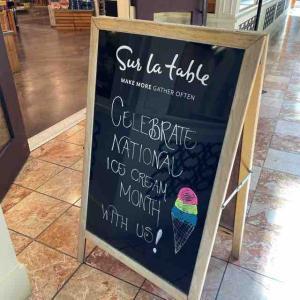 National Ice Cream Dayと久しぶり(年単位)にBarnes & Noble(Booksellers)に行ってチェックしたのは♪