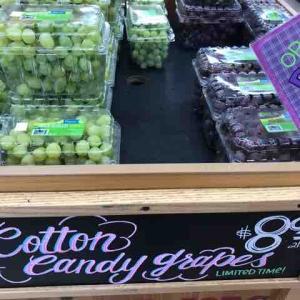 "Trader Joe'sで""今年初""のCotton Candy Grapesの""最後のひとつ""を買う!"