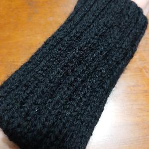 イギリスゴム編みのアームウォーマー。