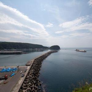 知床(4)ゴジラ岩2