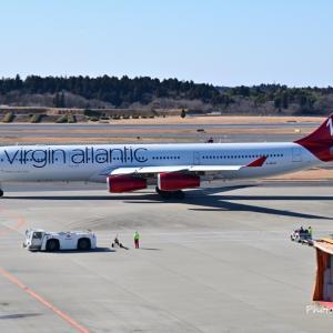 在りし日のバージンアトランティック航空のAirbus A340-300、そして山手西洋館のハローウィン装飾