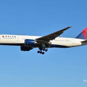 デルタ航空のBoeing777-200ERが成田空港に到着です。そして横浜赤レンガ倉庫のX'mas
