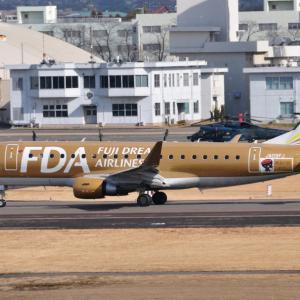 県営名古屋空港のFDA金さんが出発です。そして夜の横浜赤レンガ倉庫にて