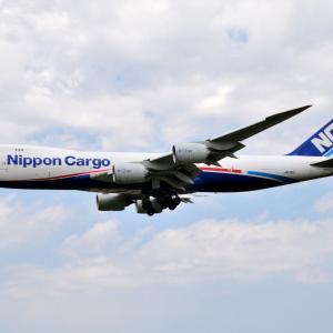 NCA Boeing747-8F17番機が到着します、そして鎌倉妙法寺の仁王門にて