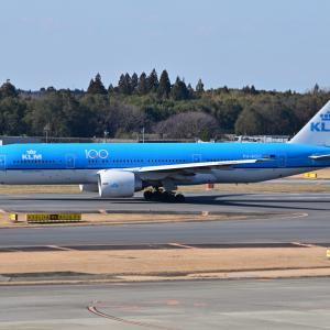 創立100周年記念ロゴのKLMオランダ航空が到着約2時間後に出発、そして新江の島水族館のカクレクマノミ