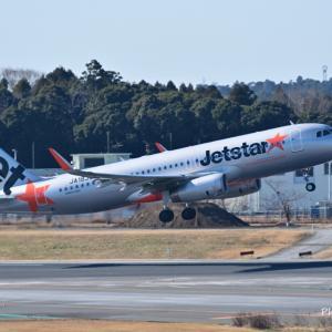 ジェットスタージャパンのAirbus A320-200がTake off、そして信州奥蓼科御射鹿池にて