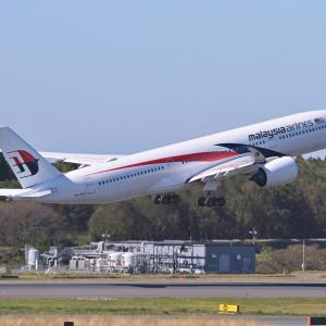 マレーシア航空のAirbus A350-900が、クアラルンプールに向けてTake off、そして横谷渓谷乙女滝スルーシャッター編