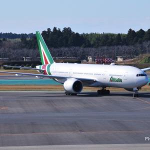 アリタリア航空のBoeing777-200ERと向き合って、そして横浜クイーンの塔こと横浜税関