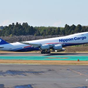 貴重な日本のNCA Boeing747-8FがTake off、そし異国ムードタップリな街並み