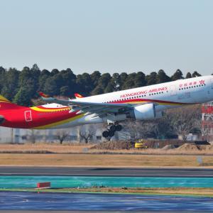香港航空のAirbus A330-200が出発しました。そしてみなとみらい赤レンガ倉庫2号館