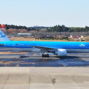 KLMオランダ航空の短いBoeing777-200ER、そして朝の横浜美術館前