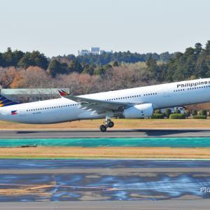 フィリピン航空のAirbus A330-300が出発しました。そしてみなとみらいにピカチュー水陸両用バス登場!