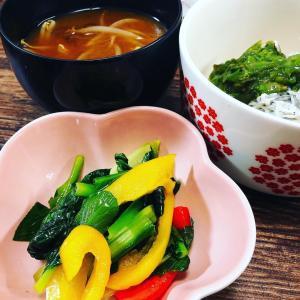 娘のお助け野菜の小鉢とお味噌汁!簡単しらす丼