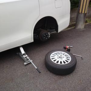 殿、タイヤ交換でござる