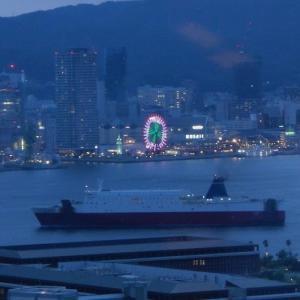 """港「神戸」を眺めながらたらふく食べて """" While looking at the port """"Kobe"""""""