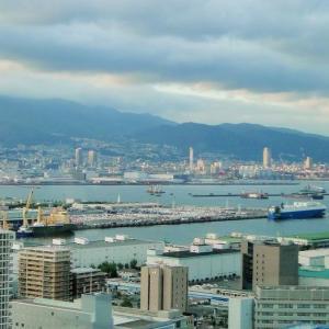 """神戸をポートアイランドから見回して """"Kobe is surveyed from Port Island."""""""