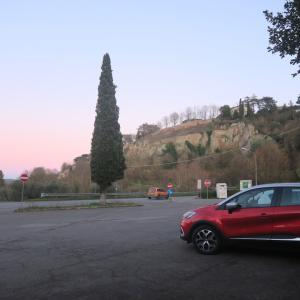 茜色の町と決まらぬ車の購入、イタリア オルヴィエート