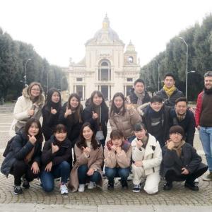 日本の留学生ご一行と優秀な教え子たち、アッシジ