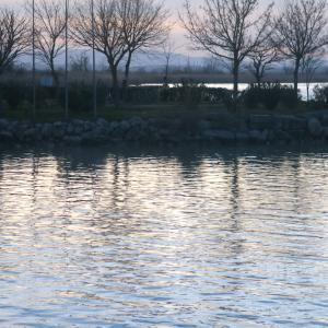 雲に日が沈んでもきれいトラジメーノ湖
