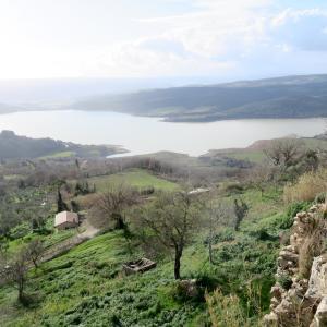 コルバーラ湖眺めきれいな高台の村、チヴィテッラ・デル・ラーゴ