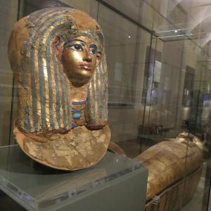 エジプト博物館にパンこね・パン作り人形、イタリア トリノ