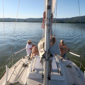 友と湖上ゆけば夕日沈み二日月、トラジメーノ湖