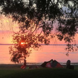 幸せはトラジメーノ湖の夕焼けの色