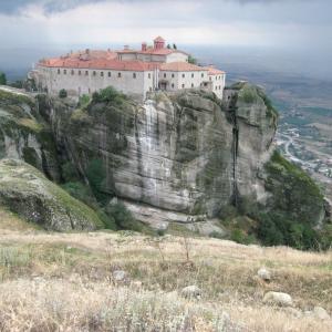 咳と心配と検査はどうする、ペルージャからギリシャ メテオラ修道院の写真と
