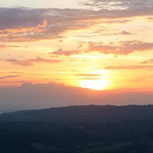 テッツィオ山に夕焼けを 新しいカメラを持って、ペルージャ