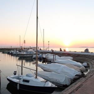 夕日きらめく湖畔へアイゴでドライブに