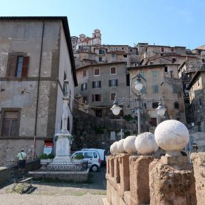 眺めみごと岩肌に建つ坂道の町、ローマ