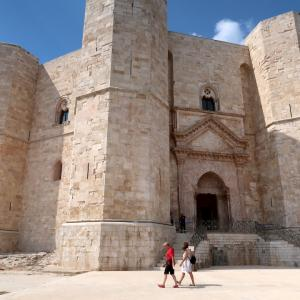 フェデリーコ2世築いた城と消えた車の鍵騒動、プーリア