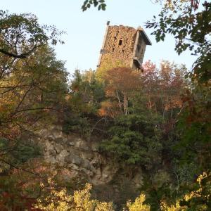 ヴェルナッツァーノの斜塔と今はなき集落の跡、トラジメーノ湖