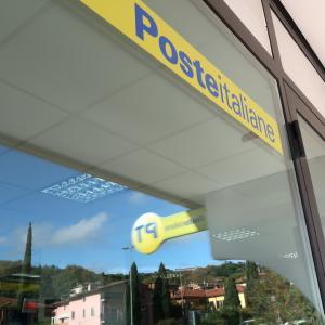 郵便局アイコで行けば紅葉ビリヤードの列