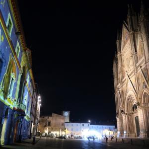 荘厳な光きれいオルヴィエート広場と大聖堂
