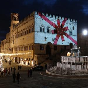 光彩る中世の広場きれいペルージャ