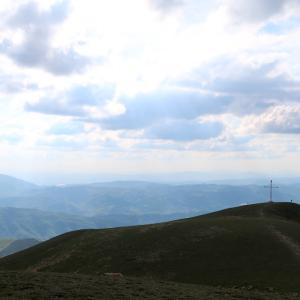 神秘的な光 花うつくしいペンニーノ山