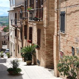 町並みと眺めきれい海の色はエメラルドグリーン、ポテンツァ・ピチェーナ