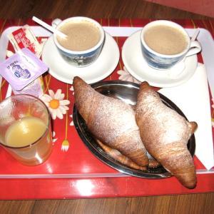 イタリア語学習メルマガ 第7号 「イタリア式朝食、ラウラ・パウジーニの歌 『Fidati di me 』」