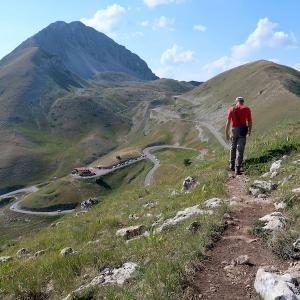 岩登り青い山並みのただ中にテルミニッロ山