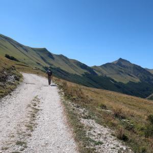 空をゆくハヤブサ・パラグライダー山を登る心も、シビッリーニ山脈