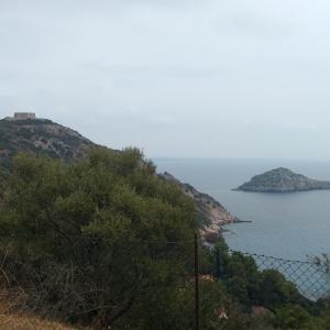 教会訪ねて岩山ドライブ、島から岬にモンテ・アルジェンターリオ