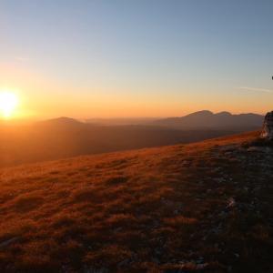 紅に山染め海に昇る朝日をシビッリーニで
