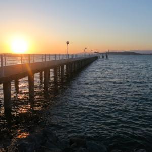 夕日と月と祝う記念日、トラジメーノ湖
