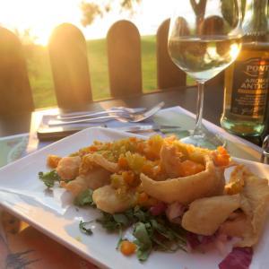 金色の湖畔で夕食 帰りは雷雨、トラジメーノ湖・ウンブリア