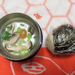 2/17(月)きのこのミルクスープとおにぎり弁当とガンプラ。