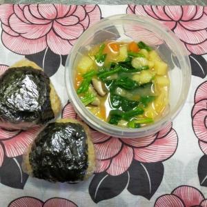 2/18(木)玄米鮭おにぎりとスープ弁当とスパイス収納