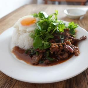 タイ国専門食堂でガパオヌア